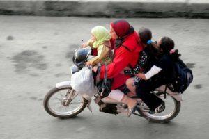 se déplacer a Marrakech taxi bus train vélo scooter voiture tarif billet