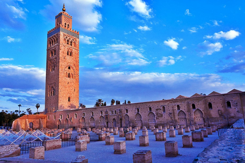 Vue de la Mosquee Koutoubia Marrakech et ruines de la primo mosquee