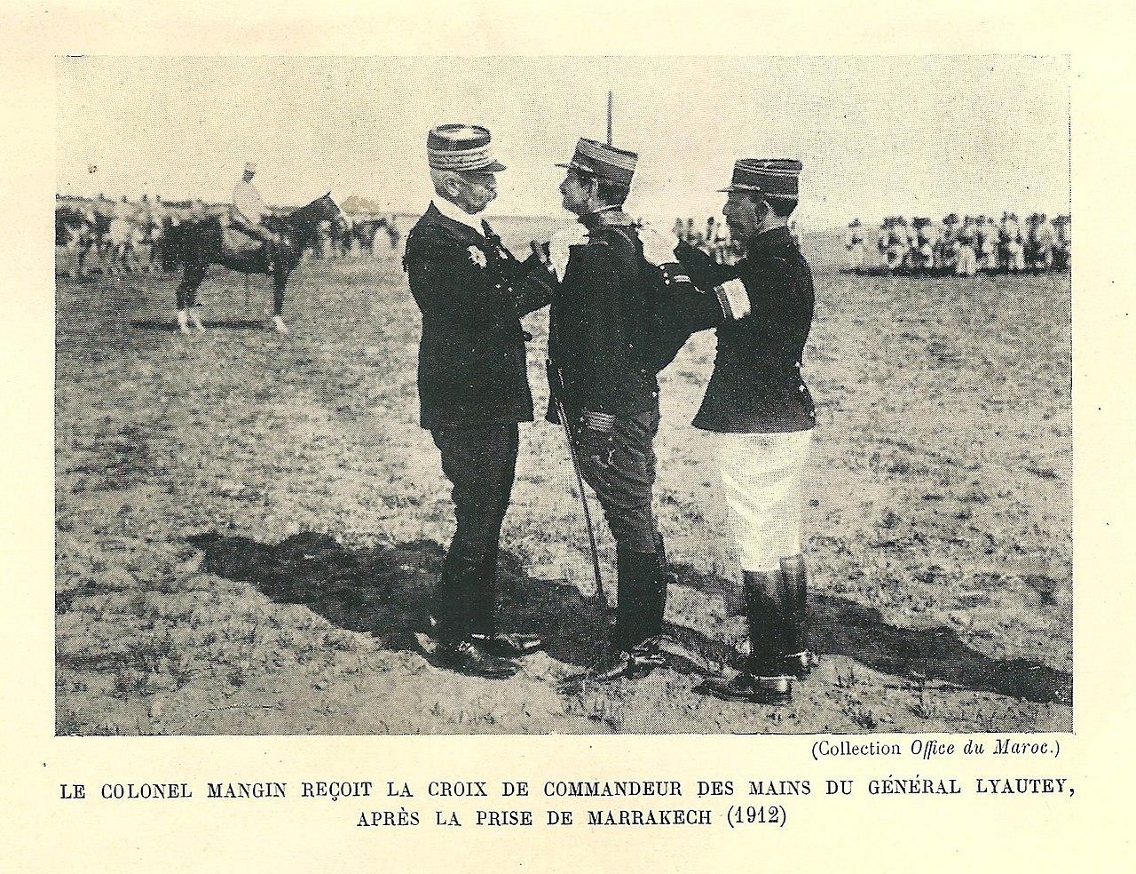 Mangin décoré croix de commandeur par Lyautey en 1912 a marrakech