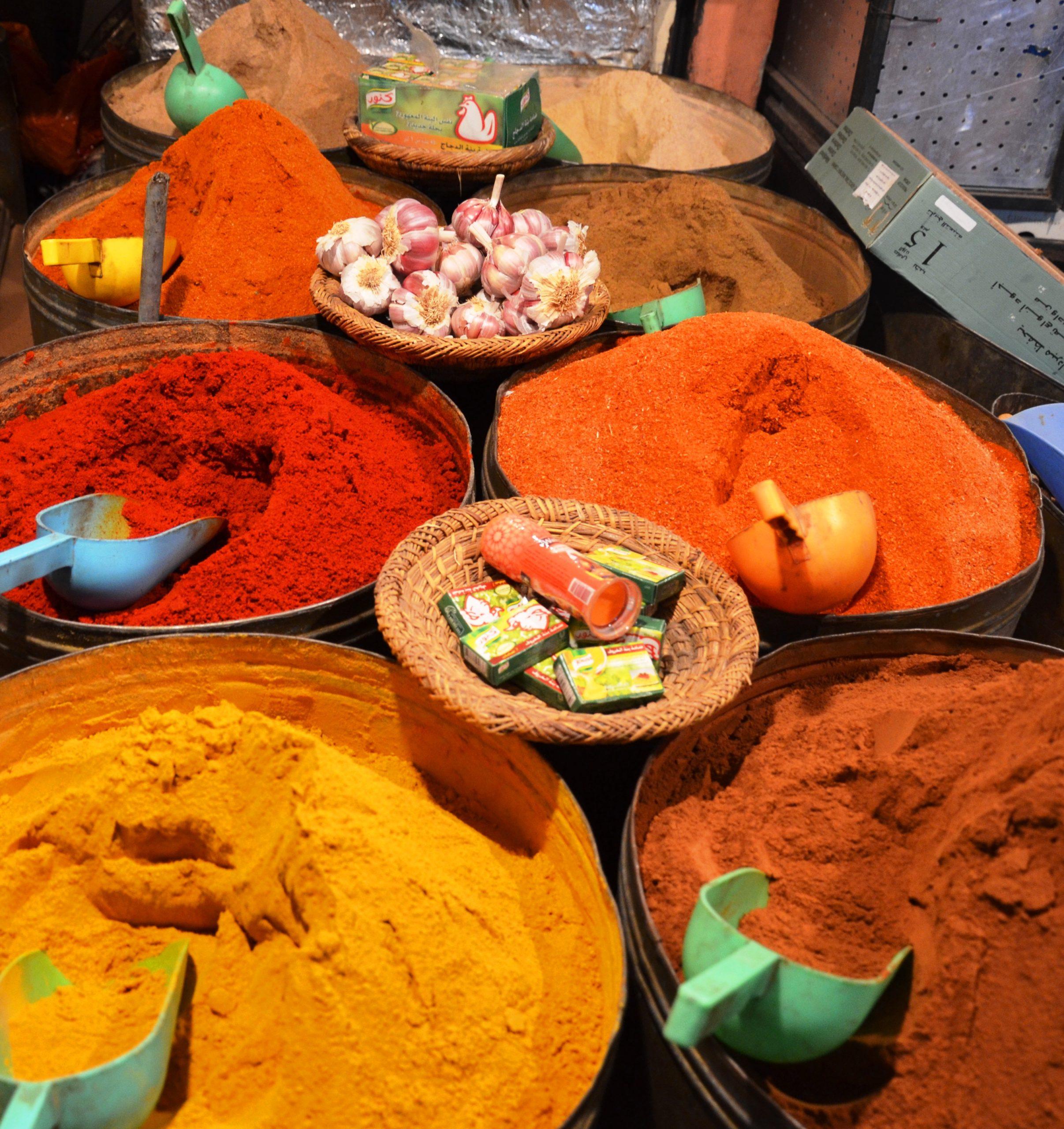 Negocier aux souks a Marrakech epices