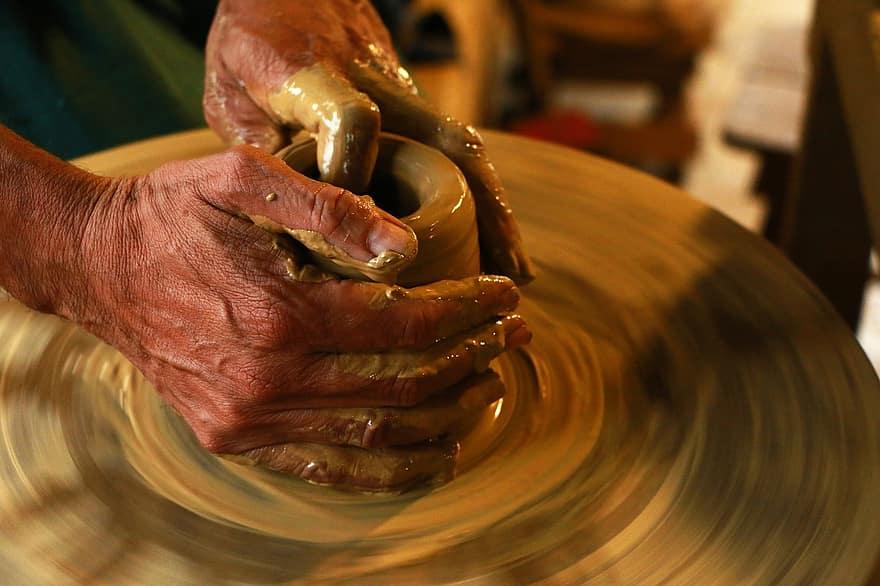 hands-spinning-workshop-handmade-ceramics-pottery-clay - marrakech souks